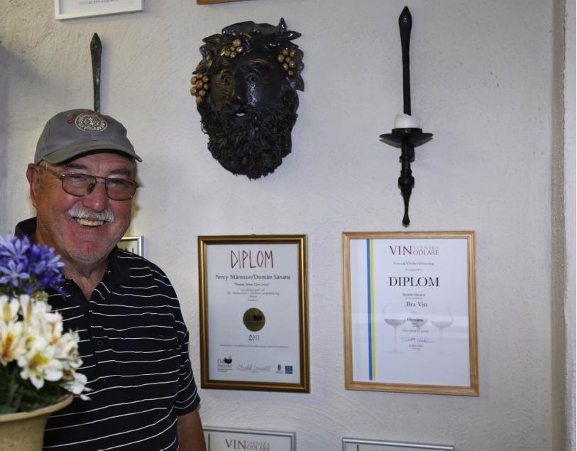 Percy har fått priser för sina viner och är även hedersledamot i Föreningen Svenskt Vin ...