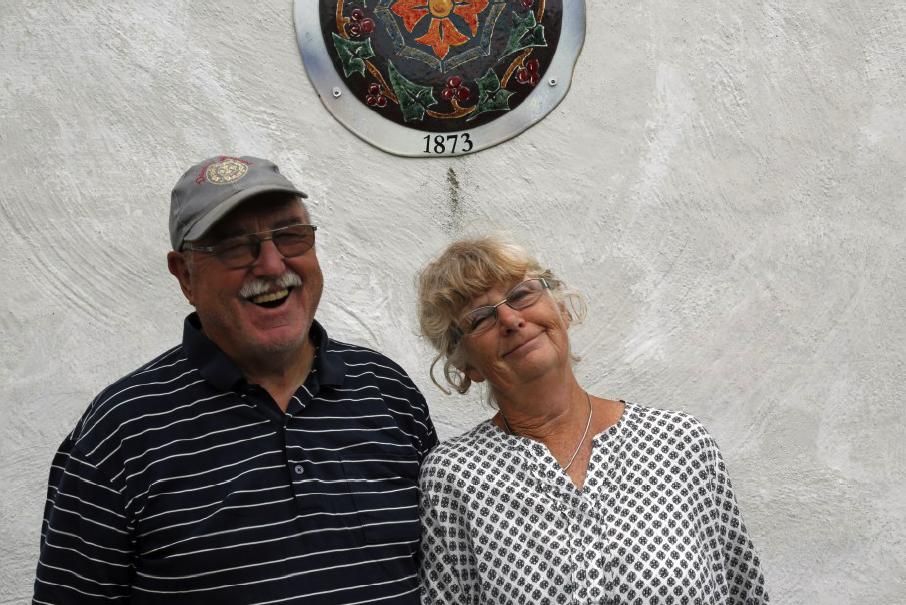 Percy och Anita tar gärna emot besök i vingård och vineri.